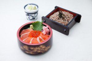 信州サーモンのちらし寿司とおそばのセット