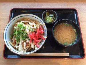 嵐山辛モツ丼